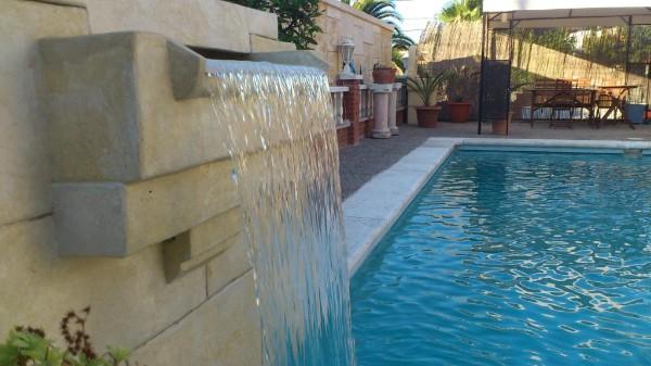 Cascadas para piscinas imagui for Modelos de piscinas con cascadas